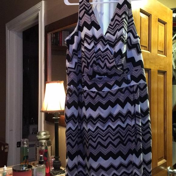 Ashley Stewart Dresses & Skirts - EUC Sleeveless Chevron print dress